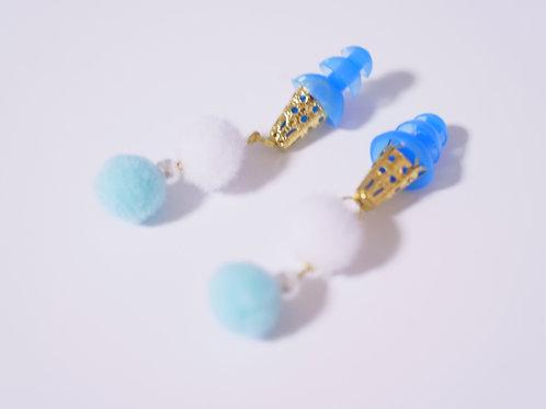ホワイト×ブルー ぽんぽんファー 耳栓 おしゃれ耳栓