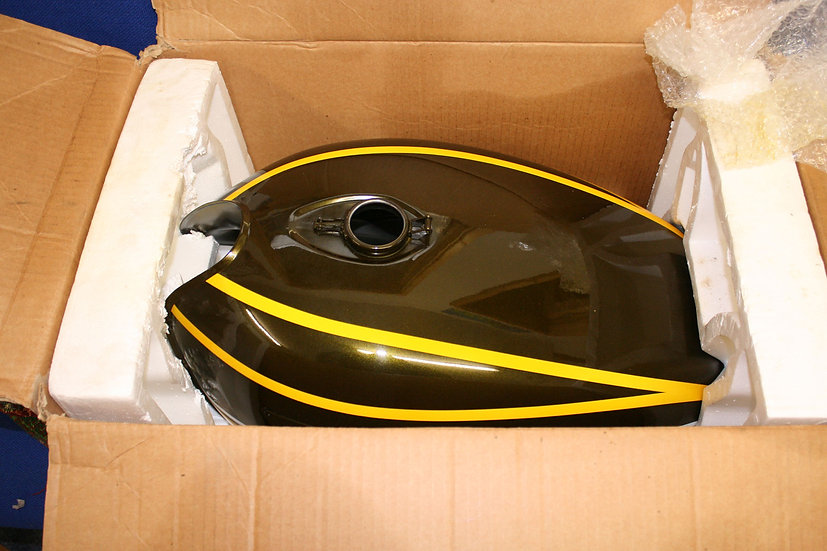 51001-096-2F Z900 Fuel Tank NOS