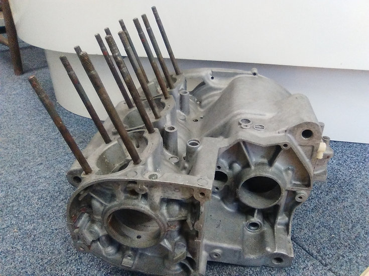 KH250 crankcase halves Used