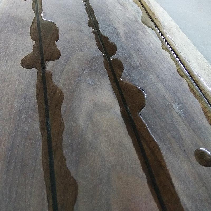 Заливка смолой и выравнивание стола