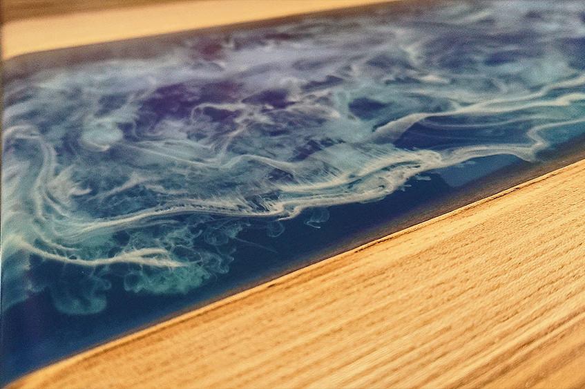 Как и море, рисунок меняет цвет