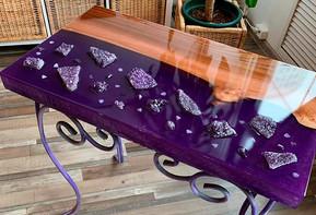Изящный аметистовый стол от Лилии