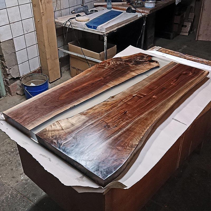 Готовый стол покрытый воском