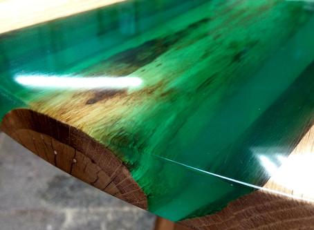 Кофейный столик из дуба и эпоксидной смолы