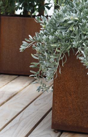 Custom corten planter.png