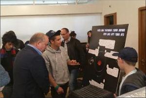 תלמידי כיתות המחוננים בהצגת פרויקטים
