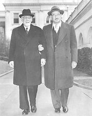 הרב אייזנדרט והרב ליאו באק