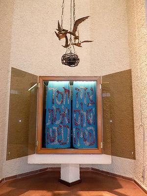 ארון הקודש בבית הכנסת אהל אברהם