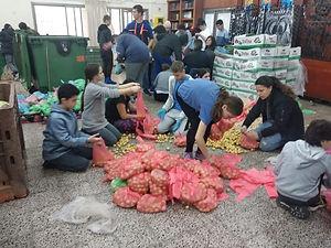 אריזת מוצרי מזון למשפחות נזקקות