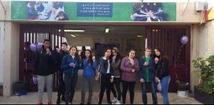 מועצת התלמידים בכניסה לחטיבת הנעורים
