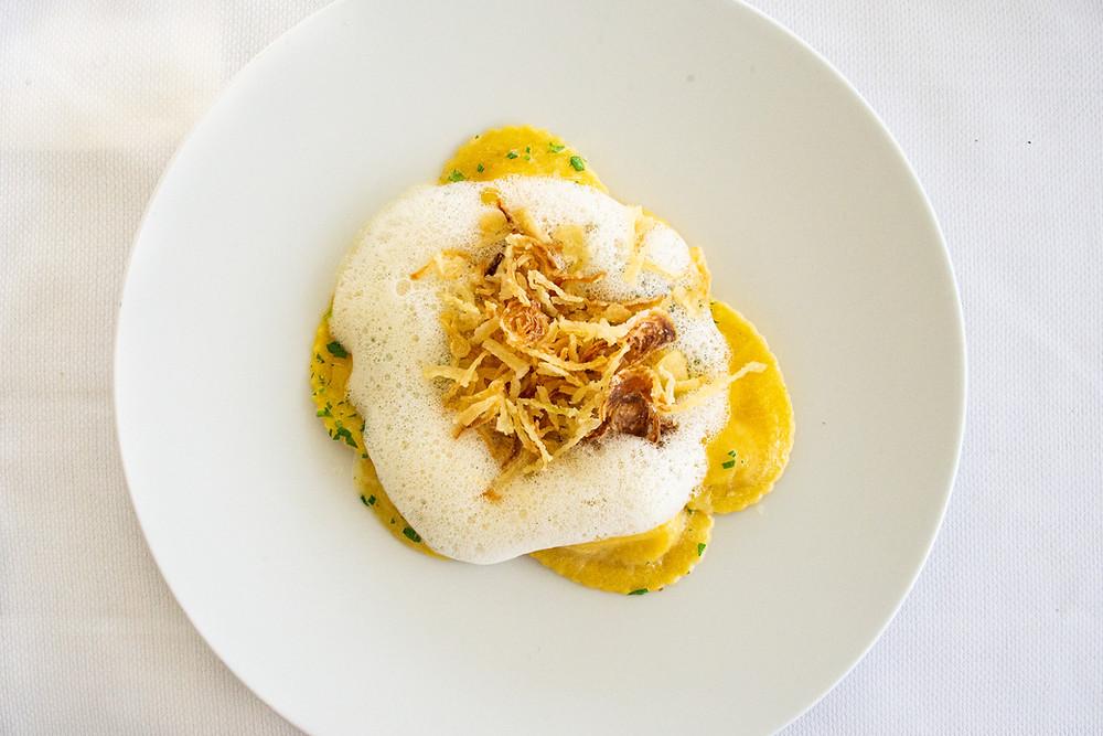 "handmade ravioli with apple slices, crispy onions and ""Birgäbärger"" Riesling foam by Thefoodlovies"