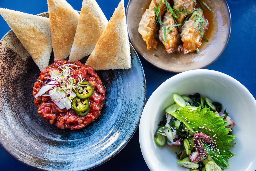 Takosu (wakamesalad with octopus), beeftartar on a yakiniku sauce and homemade Gyoza