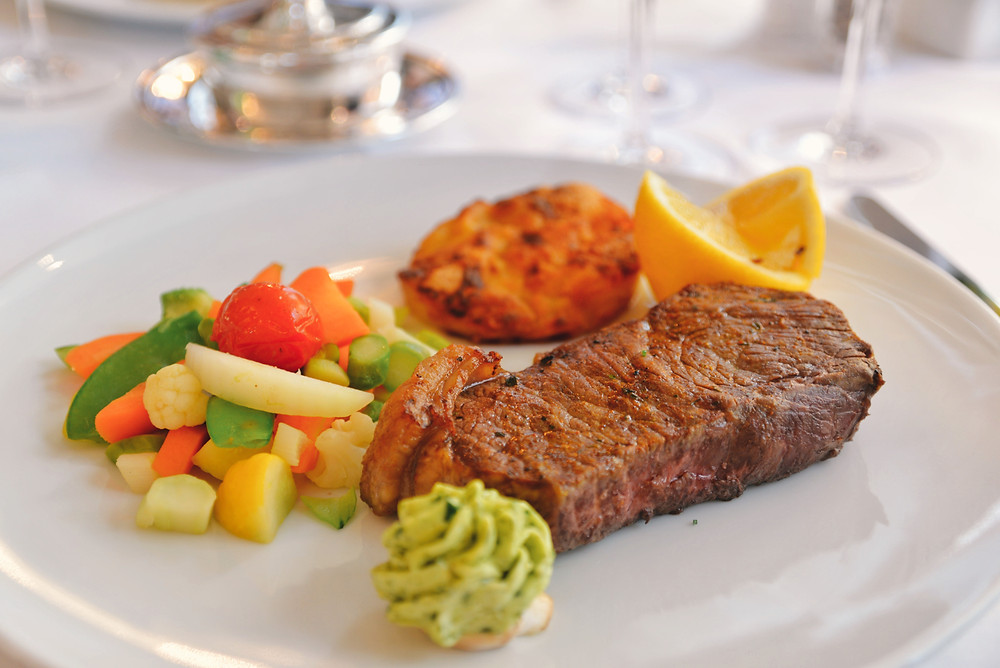 grilled beef entrecôte with potato gratin and vegetables