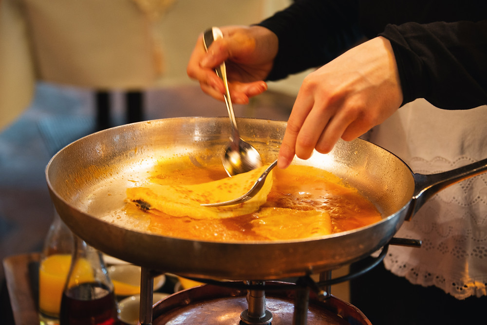 preparation of the crêpes suzettes