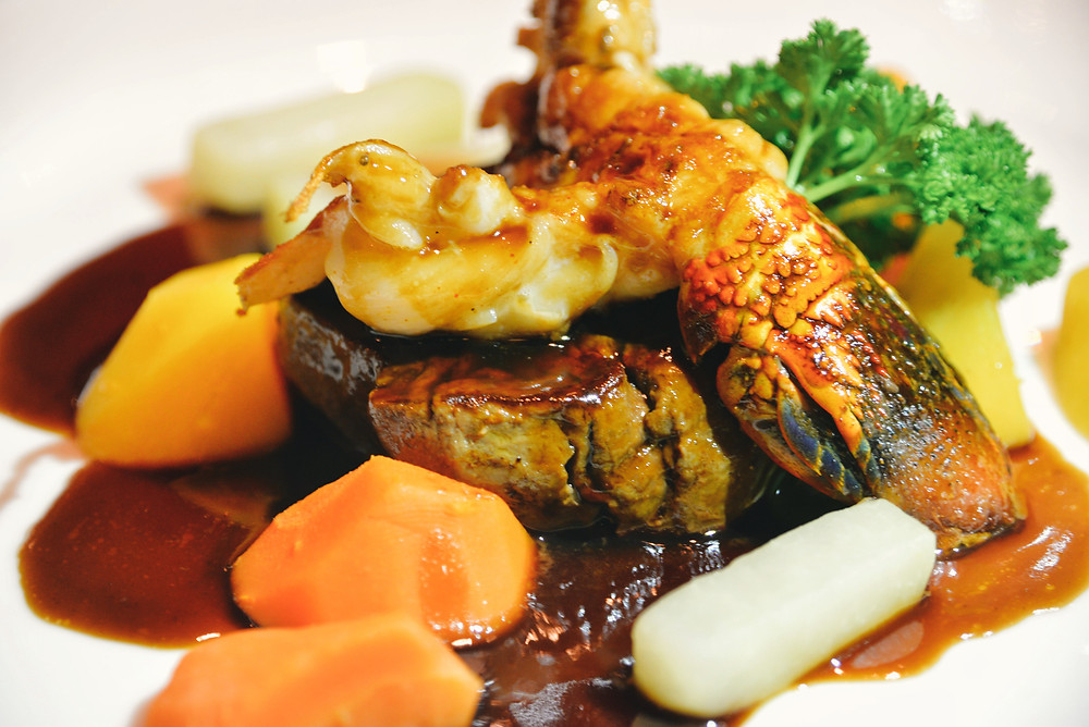"""Surf & Turf"" Swiss Beef tenderloin and a half lobster tail, Thai sauce, glazed vegetables and potato-gratin"