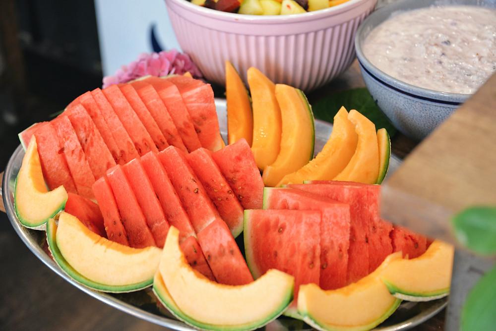 fresh fruit and lovely swiss Birchermüesli