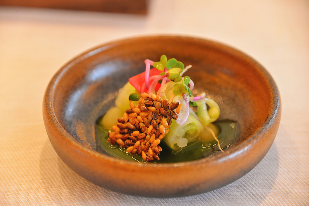 radish with avocado and linseed