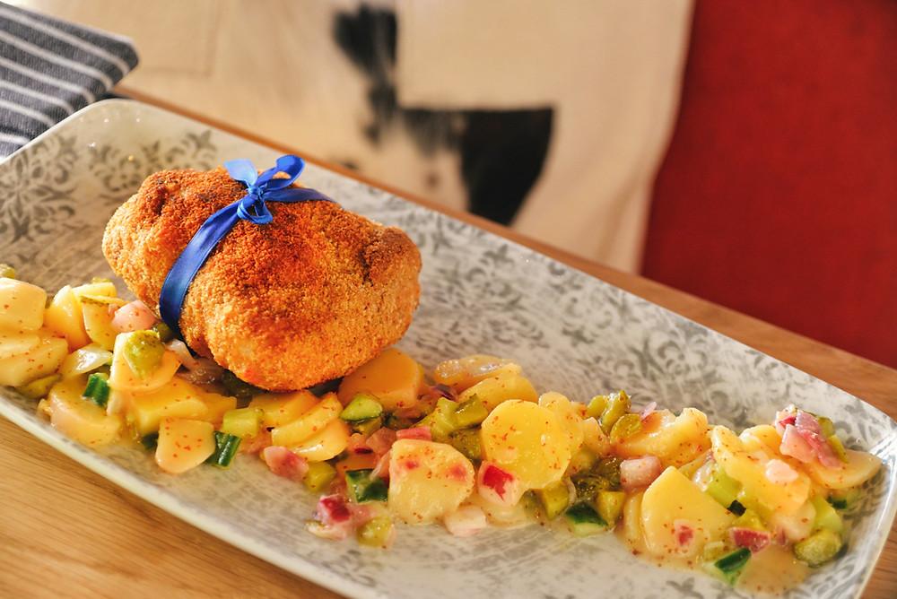 "cordon bleu from the ""Wandelerhof"" beer pig, ""Limmattaler"" raw ham, Natürli ""Sternenberger rezent"" cheese and potato-pickle salad"