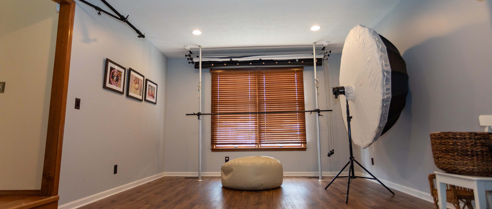 Clean, organized, and comfortable space for photosessions. Studio is located in safe and easily accessible neighborhood in Strongsville, Ohio (not far from I71 and W130th).