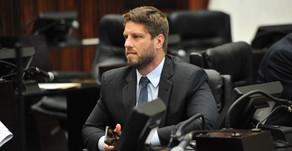 """Desespero para """"fazer caixa"""" pode ter motivado Regime de Urgência aplicado a projeto do Governo"""
