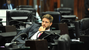 Reforma administrativa paranaense vai trocar seis por meia dúzia, afirma Requião Filho.
