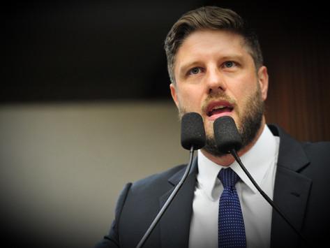 Requião Filho pede inclusão de policiais penais como prioritários na vacinação contra o coronavírus
