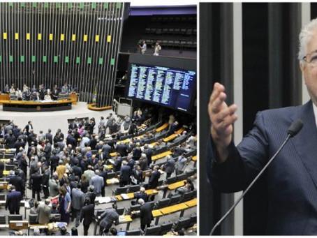 Câmara aprova projeto do senador Requião que regulamenta o direito de resposta na imprensa