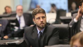 Reforma Administrativa passa em primeira votação na ALEP, mas recebe emendas da oposição e volta par