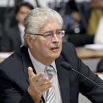 Senador Roberto Requião (PMDB-PR) durante reunião da Comissão de Educação, Cultura e Esporte (CE) para analisar projeto que proporciona orientação vocacional à alunos no último ano do ensino fundamental
