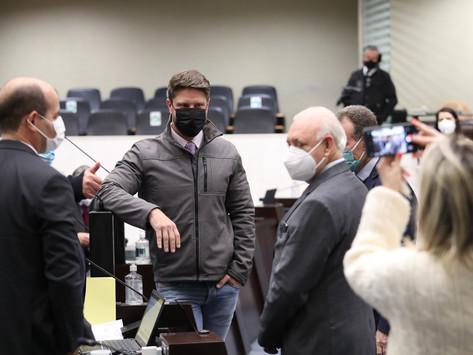 Sancionado projeto que prevê multa para quem furar a fila da vacina da Covid-19