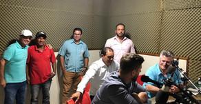 Requião Filho responde ao vivo perguntas dos ouvintes em entrevista de rádio, no município de Assaí