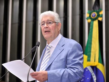 Está aqui o parecer de Requião que corta salário de deputado e senador