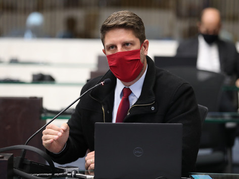 Requião Filho vota contra PL que cria funções de gestão pública no Governo do Paraná