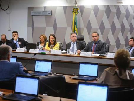 Por mais de quatro horas, Requião debate abuso de autoridade e desmonta resistência corporativa