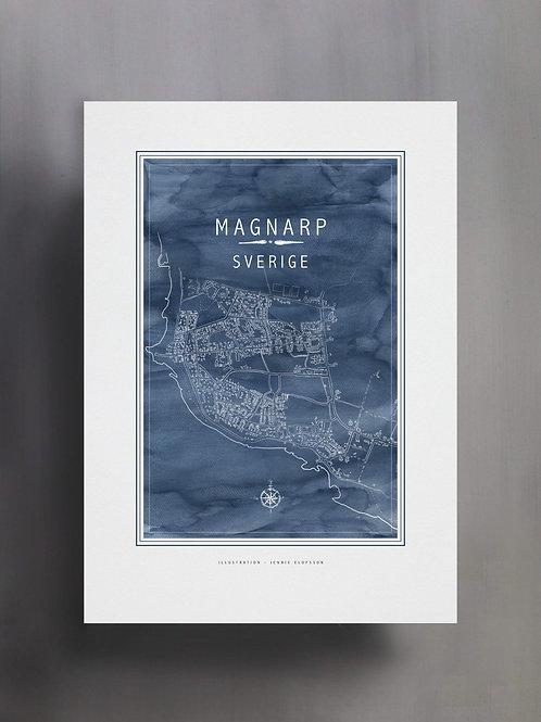 Handtecknad poster i akvarell i färgen blå, en karta över Magnarp, Sverige