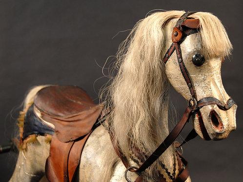 Le cheval à bascule / Rocking Horse
