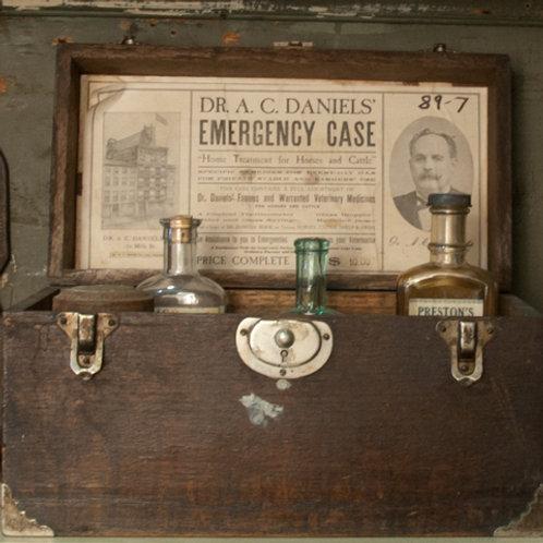 La trousse médicale du Dr Daniel / Dr. Daniels Emergency Case