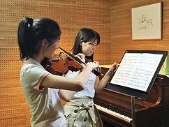 国立市バイオリン教室のレッスン風景です。一人一人丁寧に基礎はしっかりと
