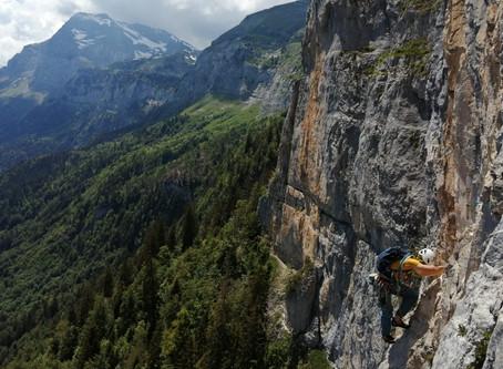 Superbe Grande voie aux Vuardes face au Mont-Blanc : La Costa 6a+max.