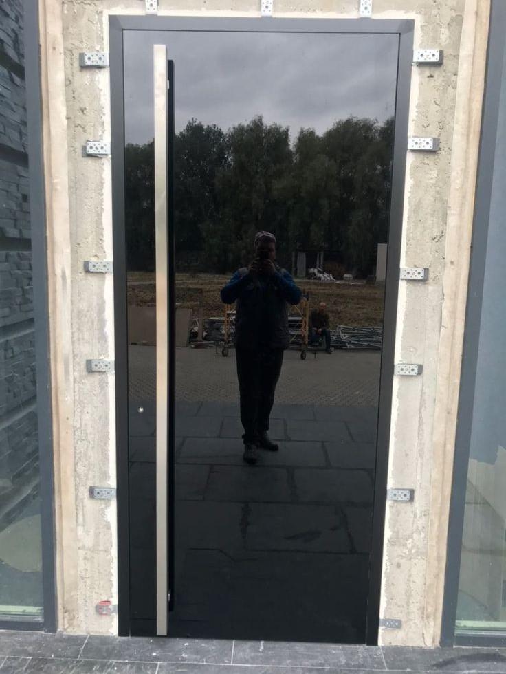 Скляні вхідні двері SECURITY DOORS GarnikA.jpg