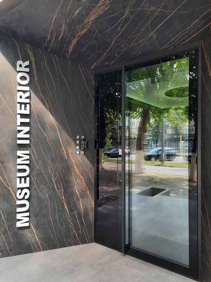 Склянні вхідні двері в студію.jpg