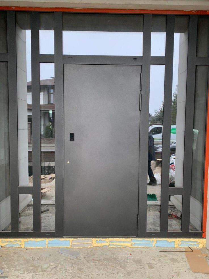 Елітні алюмінієві вхідні двері.jpg