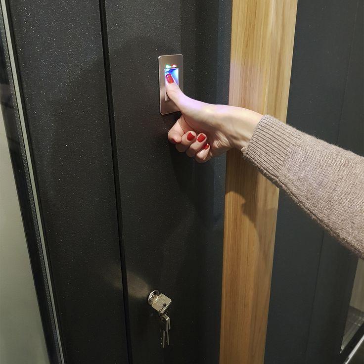 Сканер відбітків пальців для вхідних дверей.jpg
