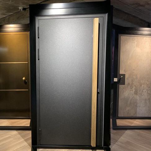 Сучасний дизайн вхідних дверей