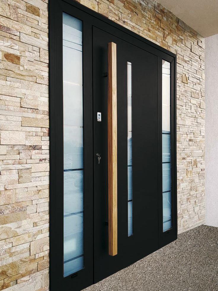 Вхідні двері зі склопакетом в приватний будинок.jpg