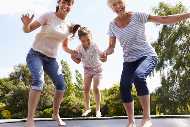 Incontinentie - Foto dames op trampoline