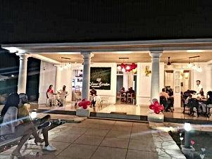 Vives' Garden Restaurant & Bar