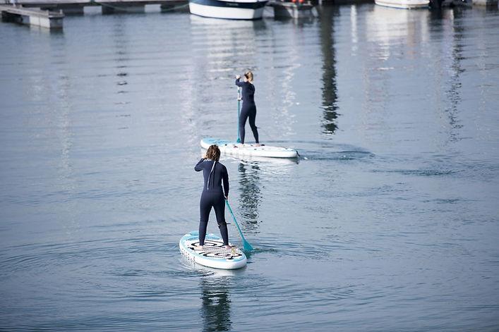 Paddle Surf en Gijón, Asturias con la empresa de actividades de turismo activo JO&JANE
