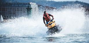 Disfruta de una apasionante excursión en moto de agua por las costas asturianas sin necesidad de titulación.