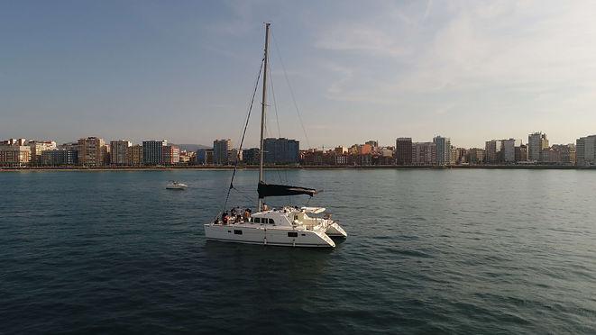 Catamarán-en-Gijón.JPG